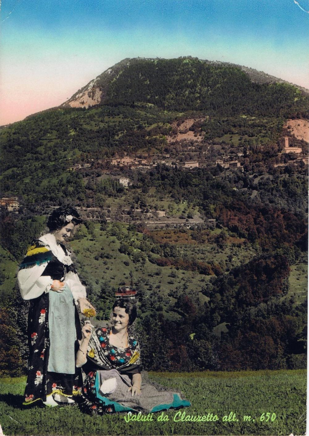 Donne in costume tradizionale e monte Pala, anni '60