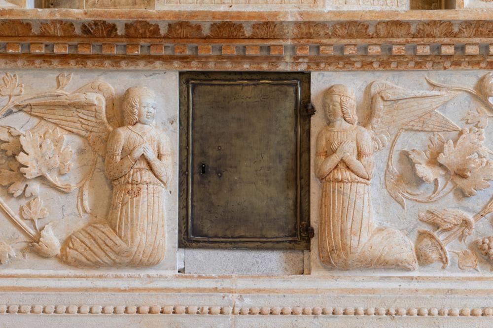 Fianco dell'altare