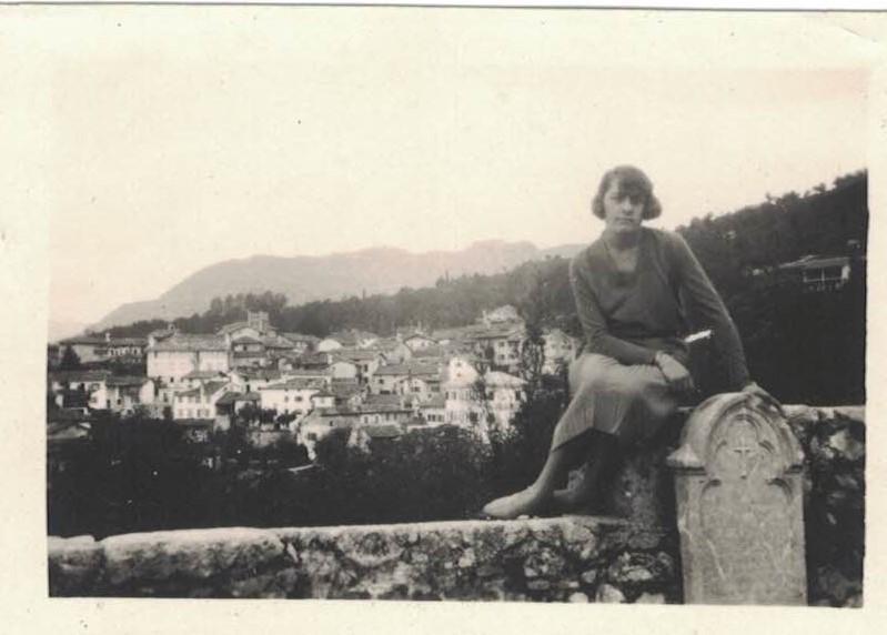 Elena Baschiera,sul sagrato  anni '20