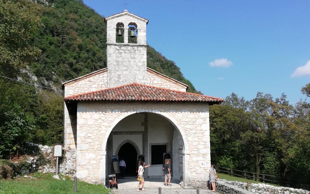 Esterno della Pieve di San Martino d'Asio