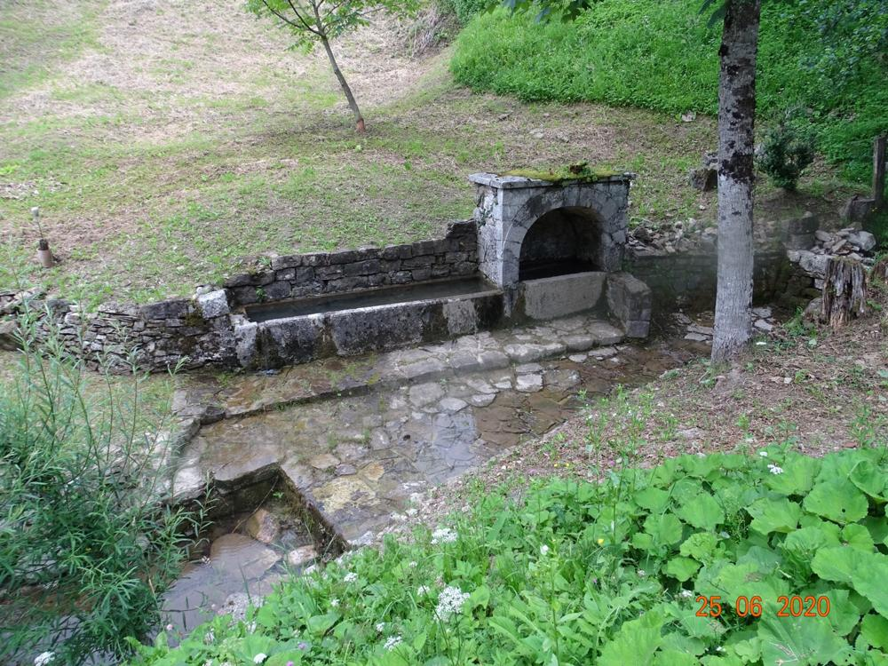 Fontana con lavatoio