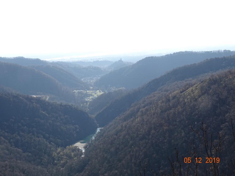 Castelnovo e il torrente cosa