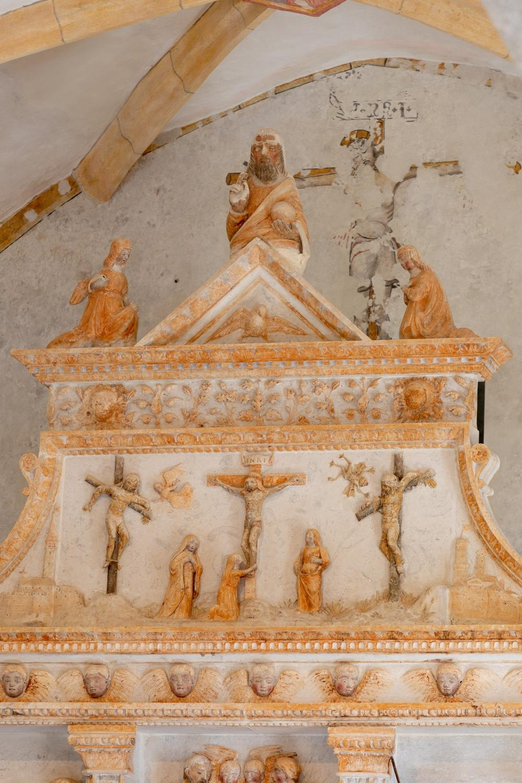 Altare di Giovanni Antonio Pilacorte, dettaglio del timpano
