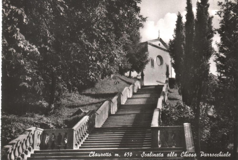 Scalinata alla chiesa parrocchiale